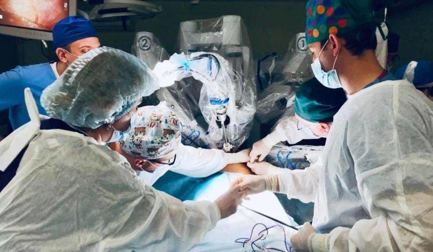 ВоЛьвове впервые робот-хирург прооперировал пациента без единого разреза