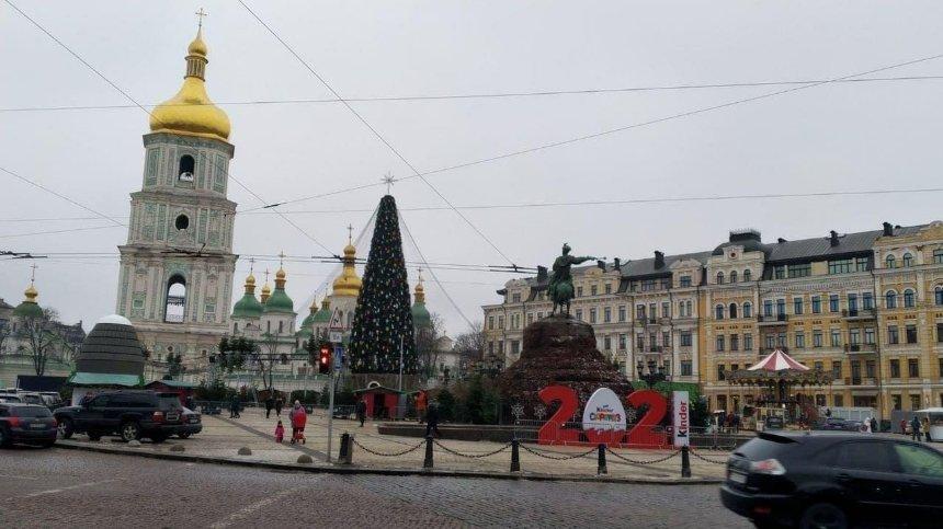 На главную новогоднюю елку установили звезду