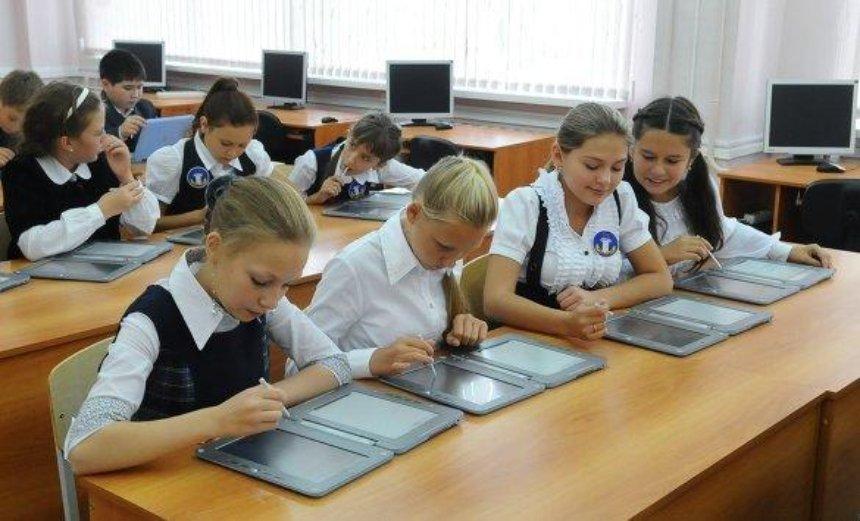 Украинские школы перейдут на электронные дневники и журналы
