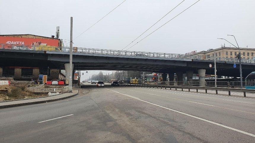 С Шулявского моста убрали все фонари