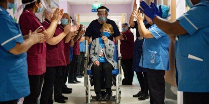 Великобритания начала вакцинацию отCOVID-19: первыми уколы получили 90-летняя женщина итезка Шекспира
