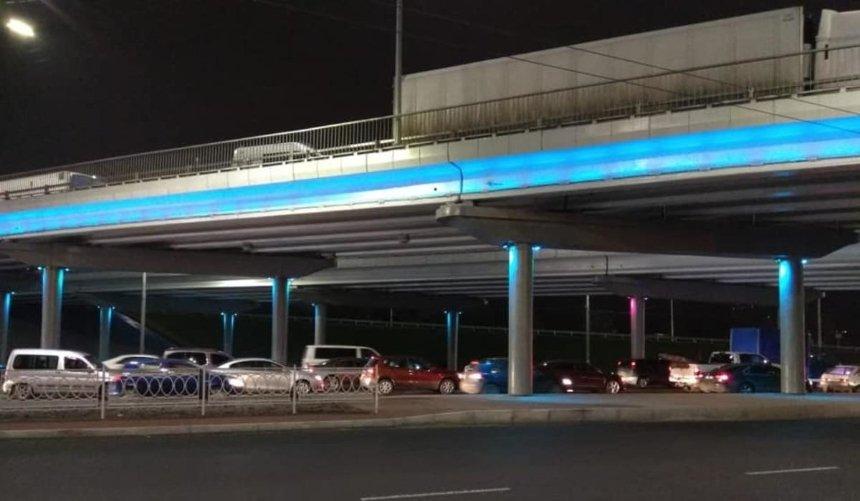 Четыре обновленных моста наулице Богатырской получили неоновую подсветку
