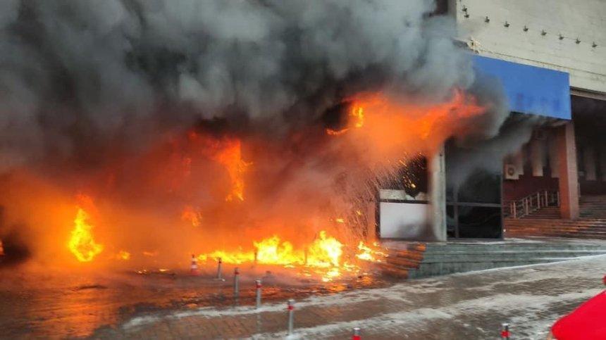Возле станции метро Университет сгорело кафе: подробности происшествия