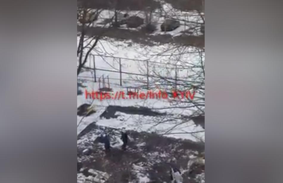 На Мінському масиві після урочистого відкриття демонтували спортивний майданчик (відео)
