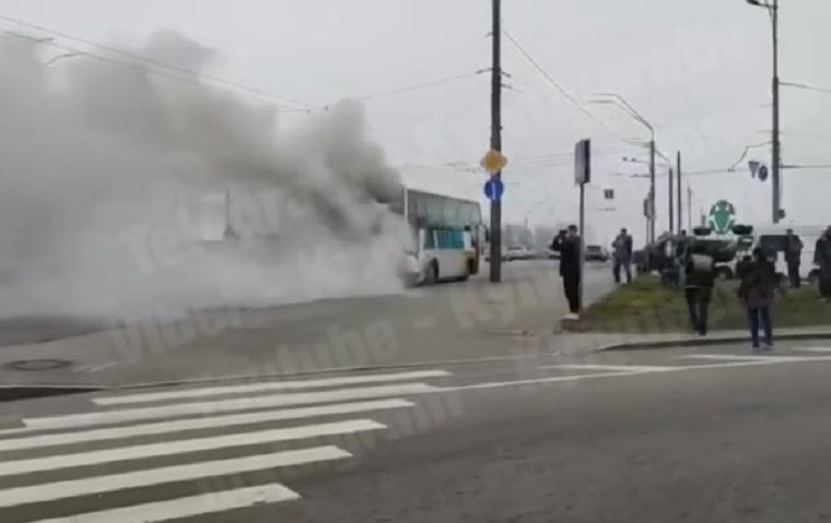 Возле метро «Святошин» загорелся пассажирский автобус