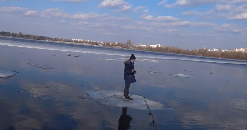 В Киеве рыбак при помощи спининга спас ребенка, дрейфовавшего на льдине