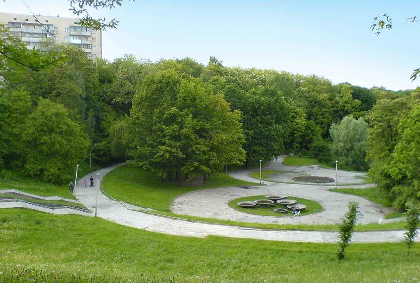 Кияни збираються на толоку в Солом'янському парку
