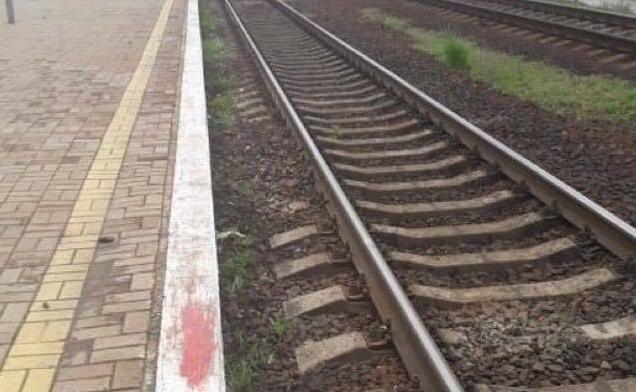 Встолице поезд насмерть сбил парня