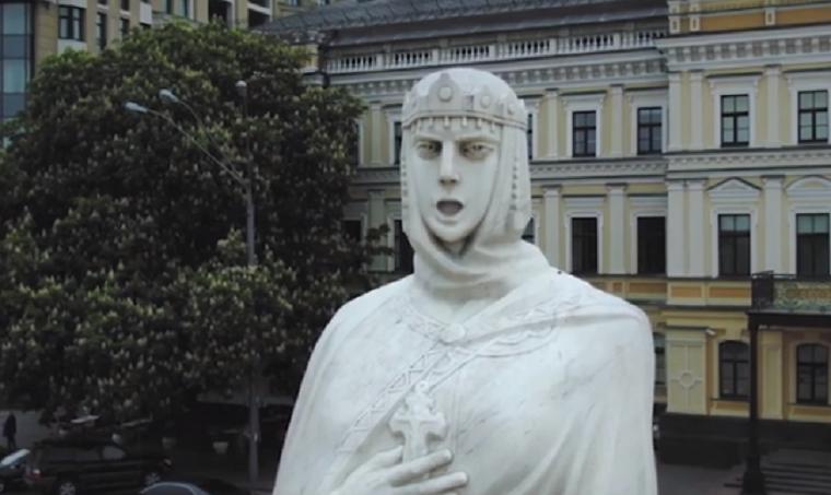 Столичные памятники «спели» романс коДню Киева