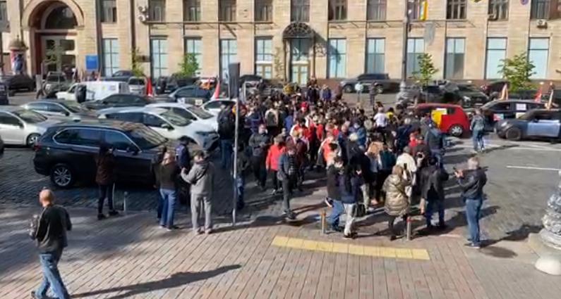 Предприниматели устроили «антикарантинный» протест в центре Киева и перекрыли движение