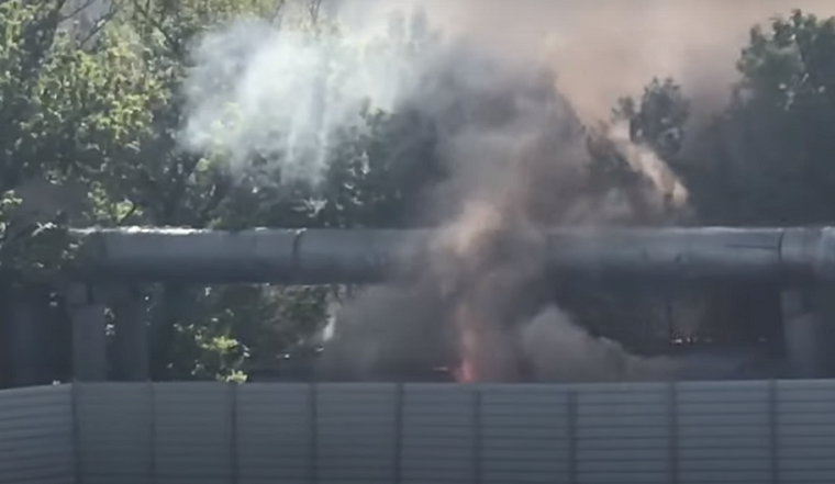 На улице Льва Толстого горели строительные вагоны