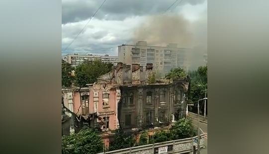 На Подоле загорелось историческое здание (видео)