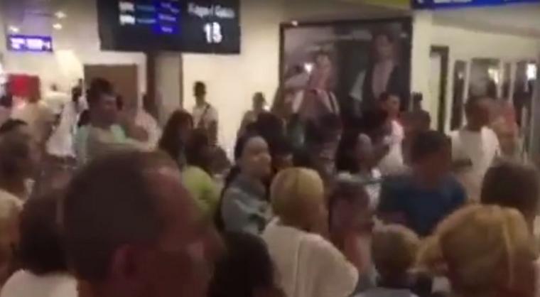 Украинские туристы застряли в аэропорту Анталии (видео)