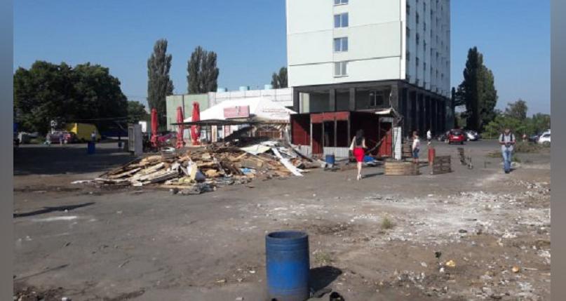 Возле метро «Берестейская» демонтировали МАФы (фото)