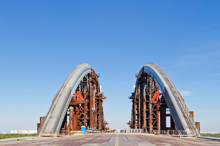 Популярный фотограф показал, как проходят строительные работы на Подольском мосту (фото)
