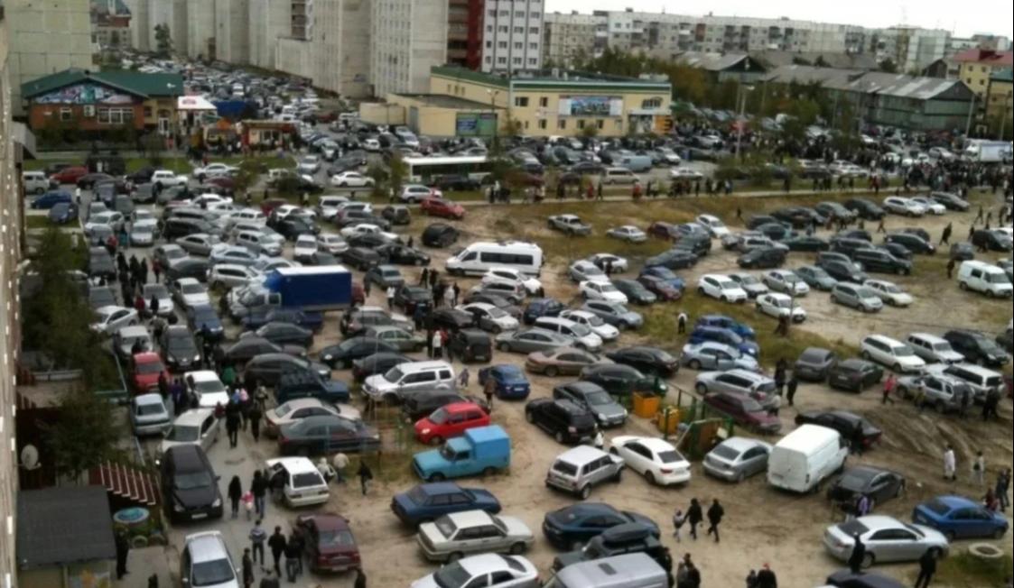 В Киеве хотят ввести плату за парковку возле домов