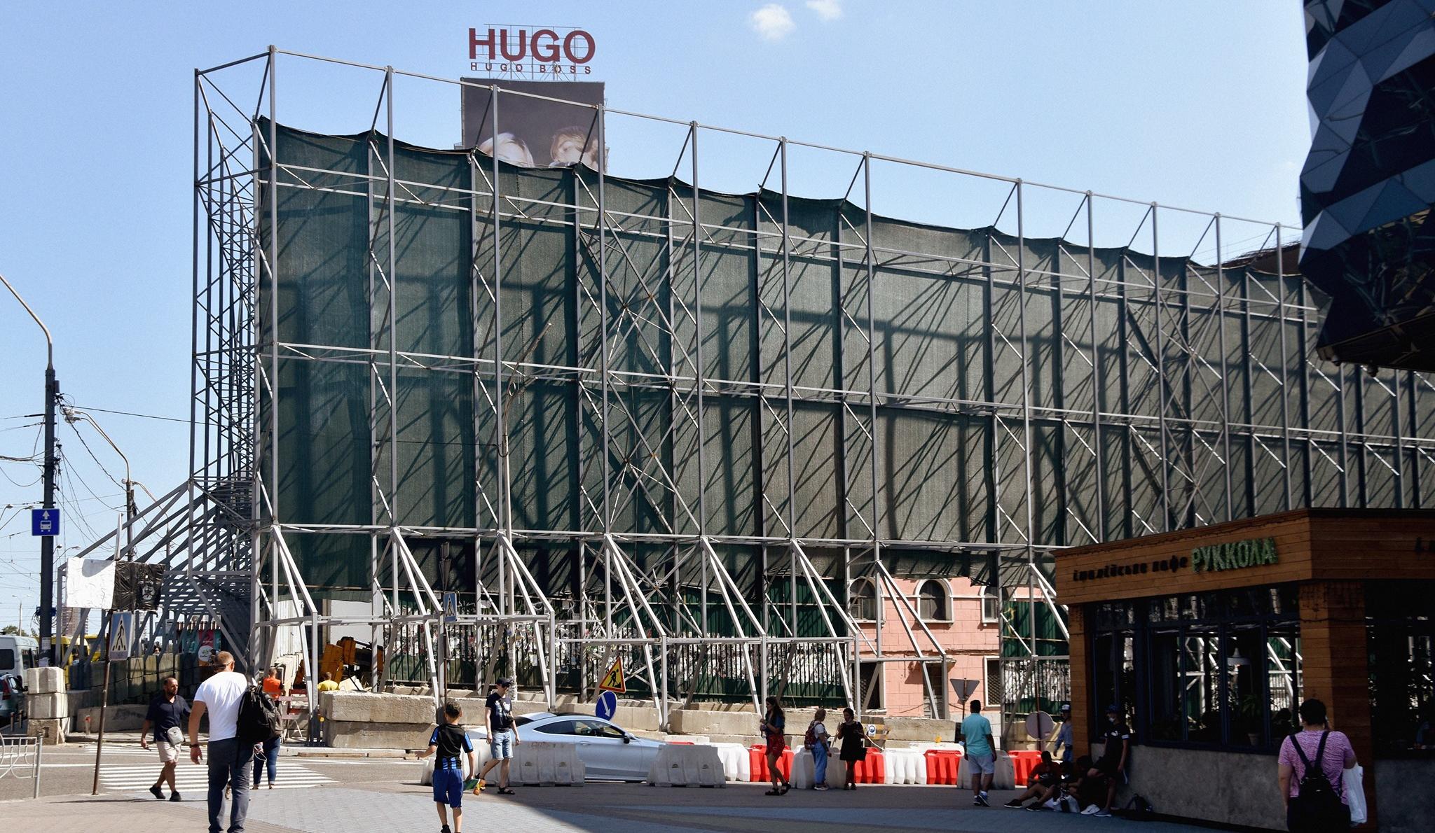 Вокруг «Тарелки» наЛыбедской площади появился забор: что там происходит
