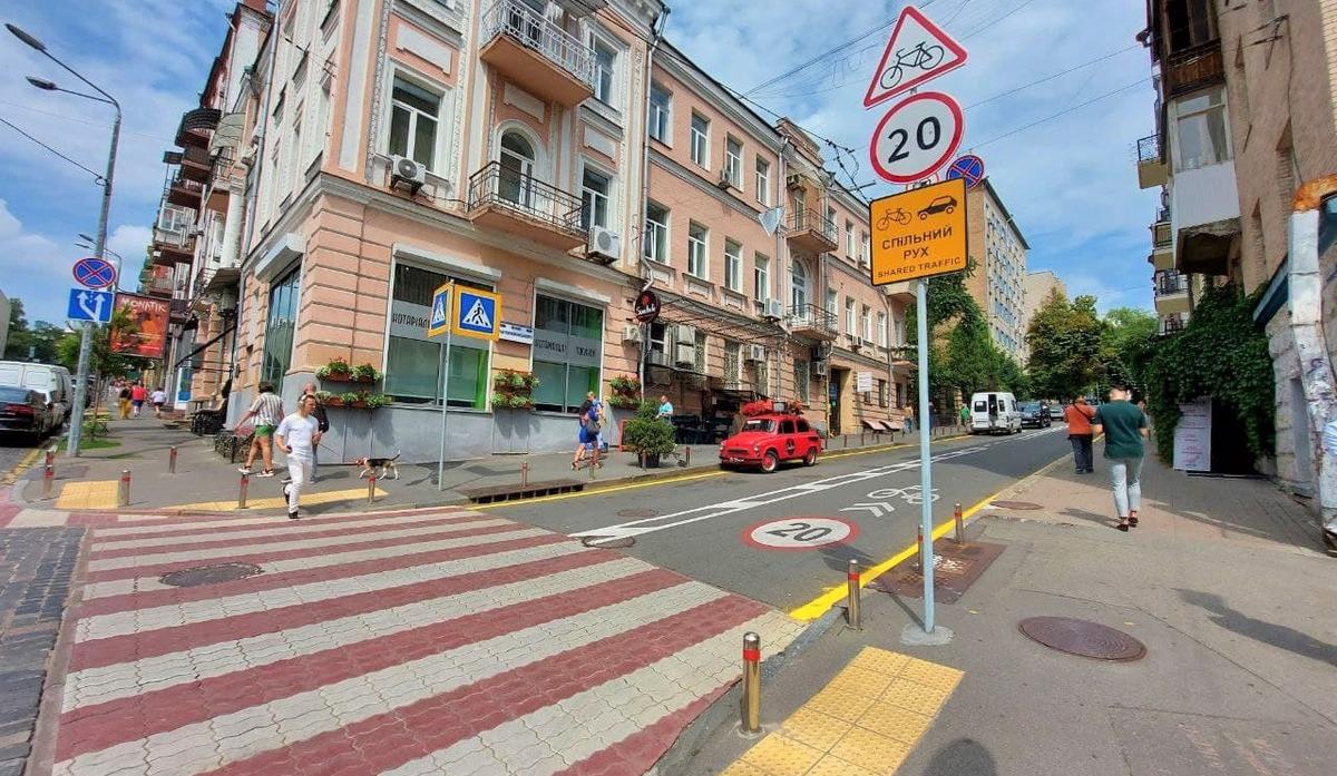 ВКиеве обустроили еще одну улицу собщей полосой для авто ивелосипедов
