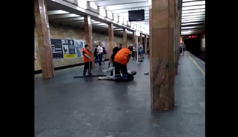 Полицейскому, который избил мужчину в метро, объявили о подозрении