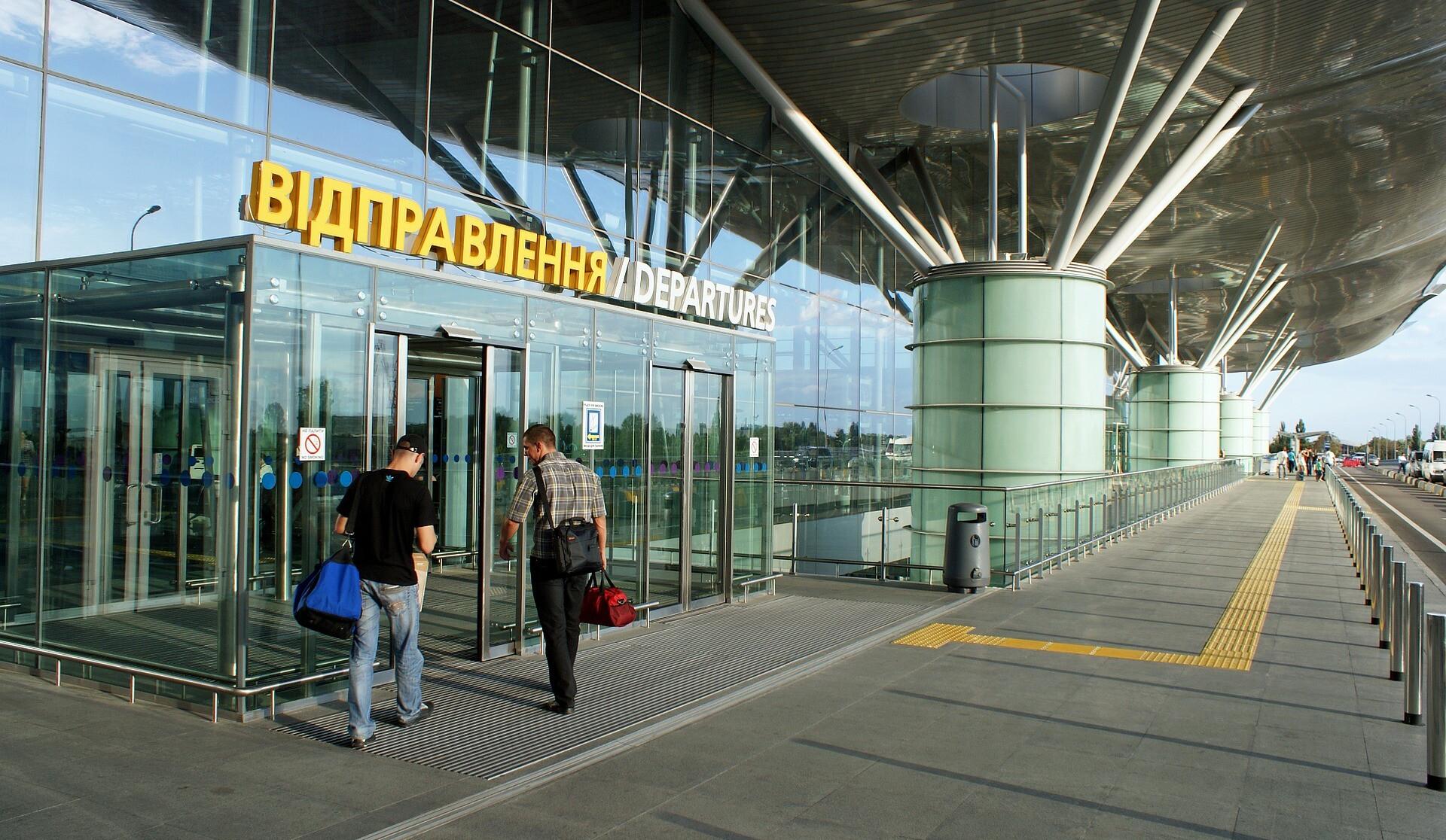 Ваэропорту «Борисполь» закрыли все комнаты для курения: причина