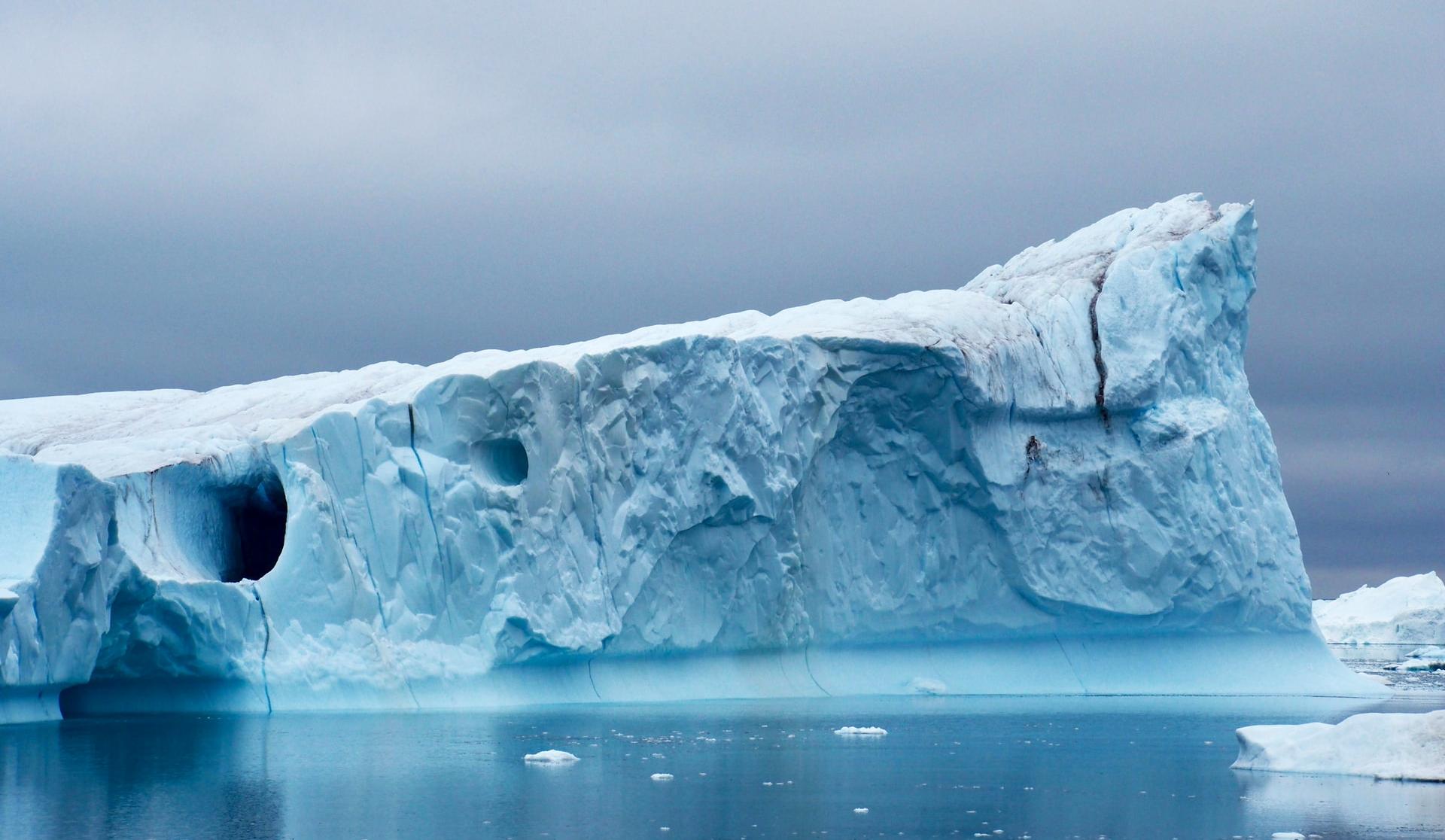 ВГренландии из-за аномальной жары стремительно тает ледяной покров