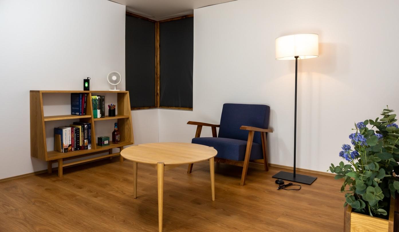 В Японии создали комнату, которая заряжает гаджеты по воздуху
