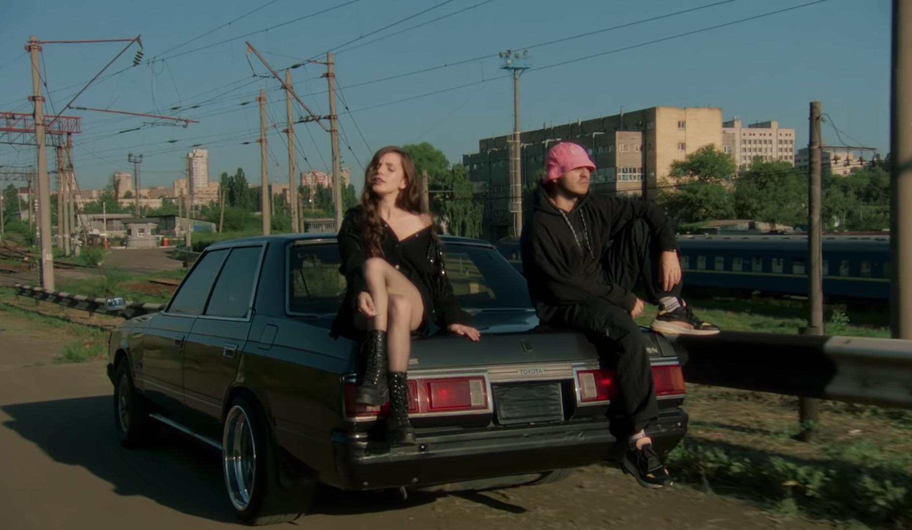 Слушай новое: Kalush иКристина Соловий выпустили клип напесню «Таксі»