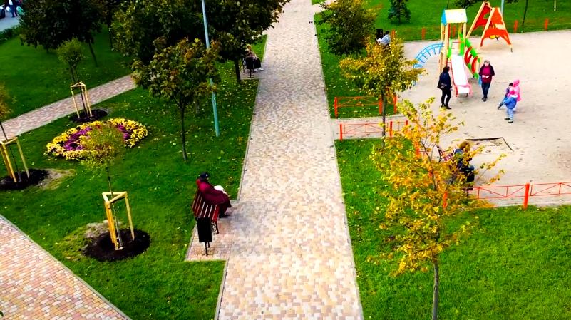 Как выглядит сквер Кузьмы Скрябина на Виноградаре