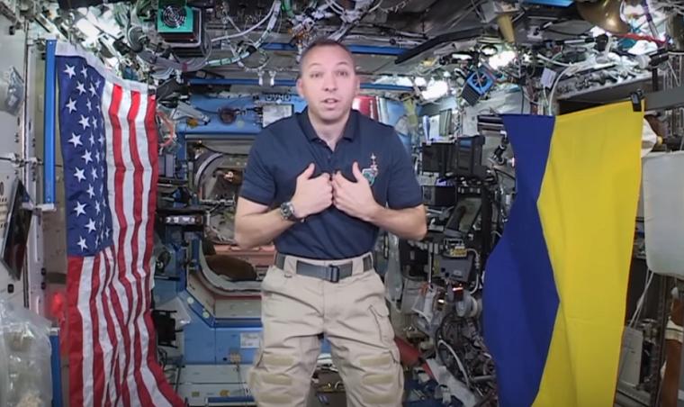 Астронавт NASA взял в космос флаг Украины (видео)