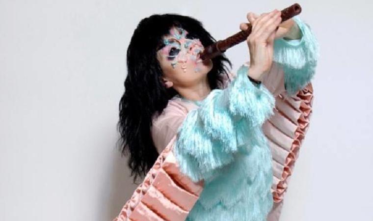 Бьорк нарядилась в костюм от украинского дизайнера для промо альбома (фото)