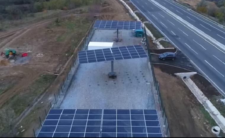Натрассе Киев— Одесса установили первую солнечную электростанцию для освещения дороги